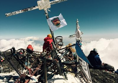 pico de orizaba csúcsára tűzőtt váli zászló